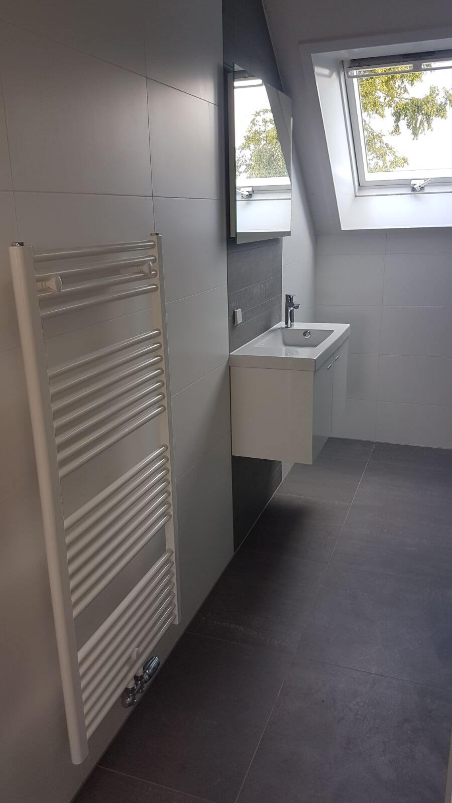 Plaatsen verwarming badkamer